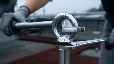Ein Bohrloch genügt zur Montage des Betonsekuranten ABS-Lock III-BE Pro-24
