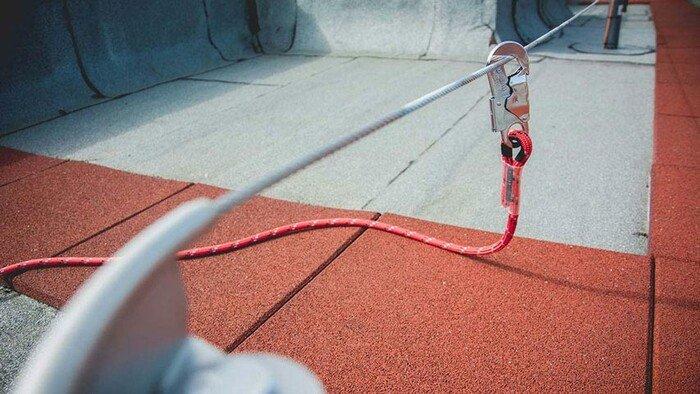 ABS Lanyard verbindingsmiddel bevestigt an een ABS kabelsysteem
