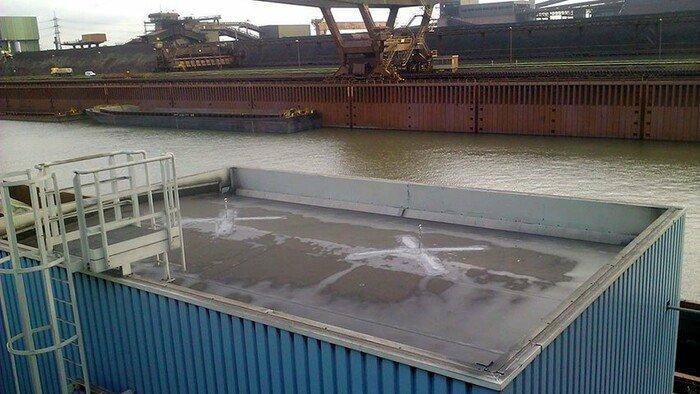 Foto van een met twee aanlijnpunten beveiligd plat dak.
