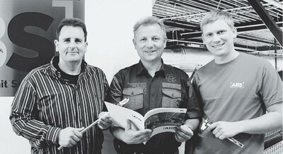 Das Foto zeigt die drei offiziellen Firmenköpfe in 2012, ABS-Firmenchef Ludwig Beckers (Mitte) mit Vertriebsleiter Josef Bergrath (links) und Produktionsleiter Stefan Beckers (rechts).