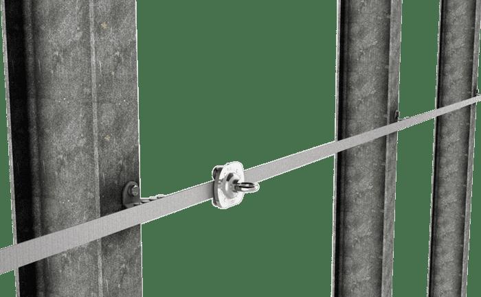 Grafik eines horizontal verbauten Schienensicherungssystems zur Sicherung an Absturzkanten.