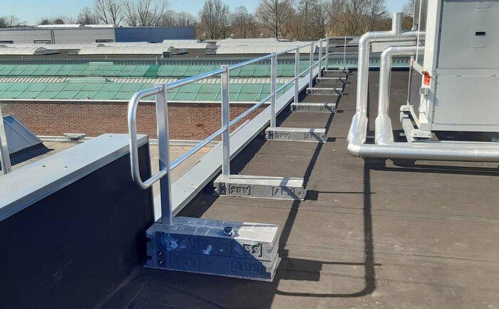 Application photo of a fully assembled guard rail system on a flat roof.