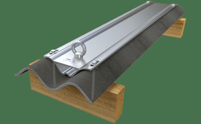 Illustration d'un point d'ancrage particulièrement robuste pour toits à plaques ondulées